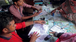 Mobile banking in Bangladesh | © Moksumul Haque, 2017 CGAP Photo Contest
